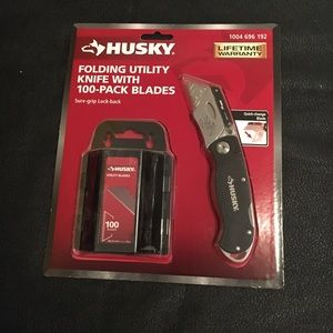 Utility knife with 100 blades